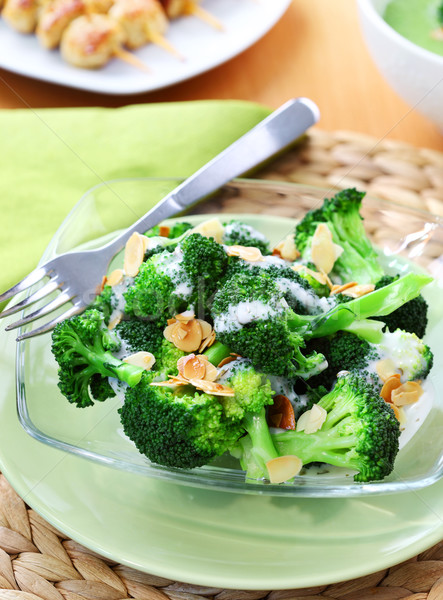 Brocoli salade yogourt pansement amande Photo stock © brebca