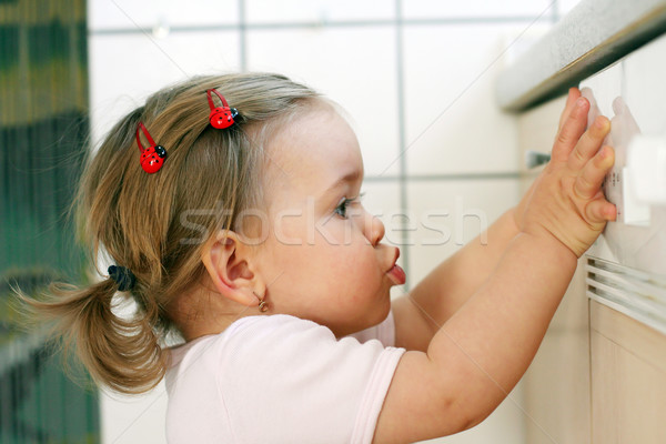 Kind helpen keuken klein meisje familie Stockfoto © brebca