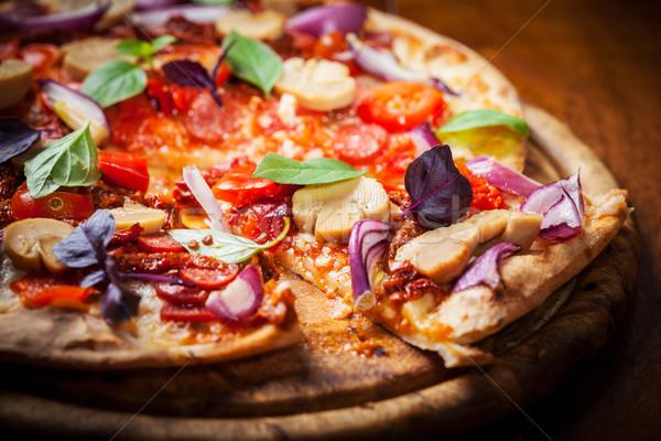 Maison pizza séché tomates salami basilic Photo stock © brebca