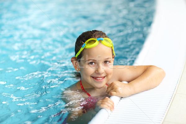Lány védőszemüveg úszómedence aranyos nyár szemüveg Stock fotó © brebca