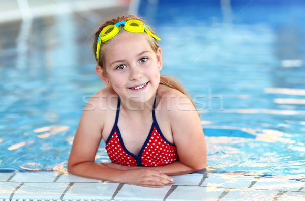 Meisje stofbril zwembad cute water gelukkig Stockfoto © brebca