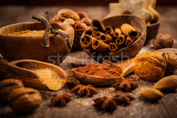 Foto stock: Ingredientes · temperos · natal · bolinhos · madeira