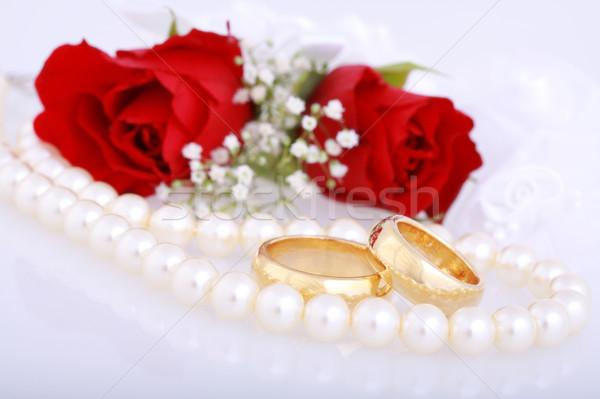 Foto d'archivio: Fedi · nuziali · ancora · vita · rose · rosse · wedding · rosa