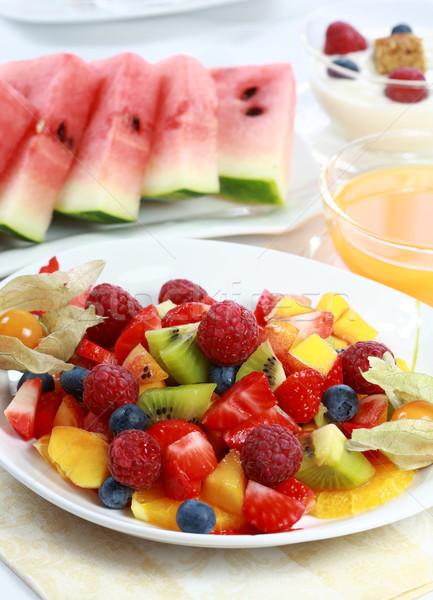 Friss gyümölcs saláta finom felszolgált tál gyümölcsök Stock fotó © brebca
