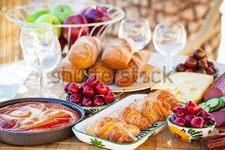 Yaz kahvaltı hizmet bahçe ışık Stok fotoğraf © brebca
