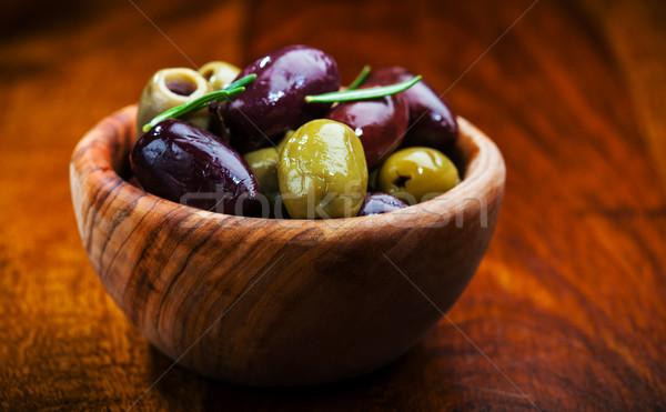 Verde aceitunas negras tazón alimentos ensalada de oliva Foto stock © brebca
