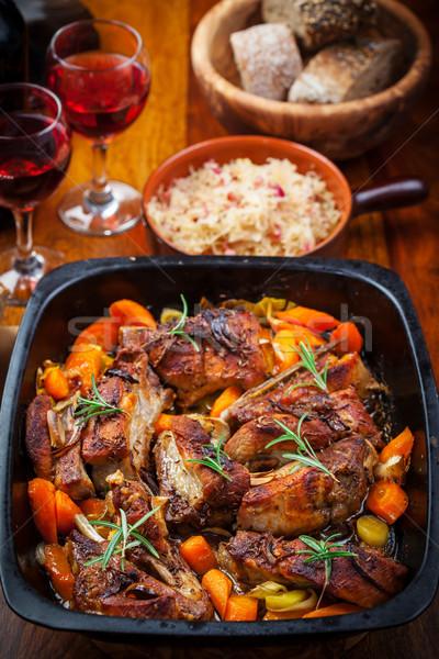 Pörkölt disznóhús has zöldségek savanyú káposzta vörösbor Stock fotó © brebca