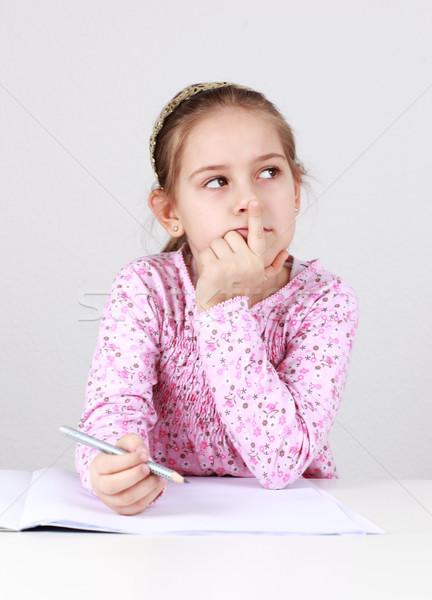 Stok fotoğraf: öğrenci · ödev · düşünme · çocuklar · okuma