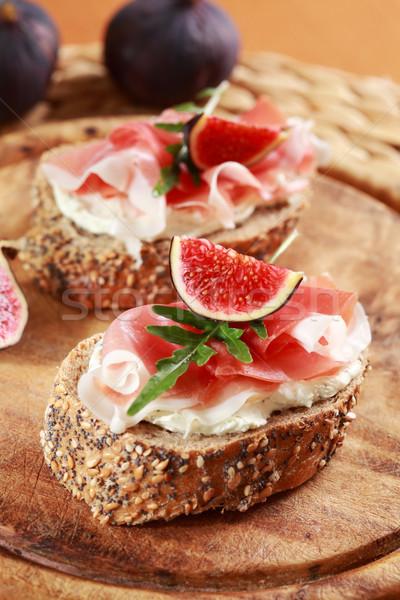 Sanduíche creme queijo prosciutto figo foguete Foto stock © brebca