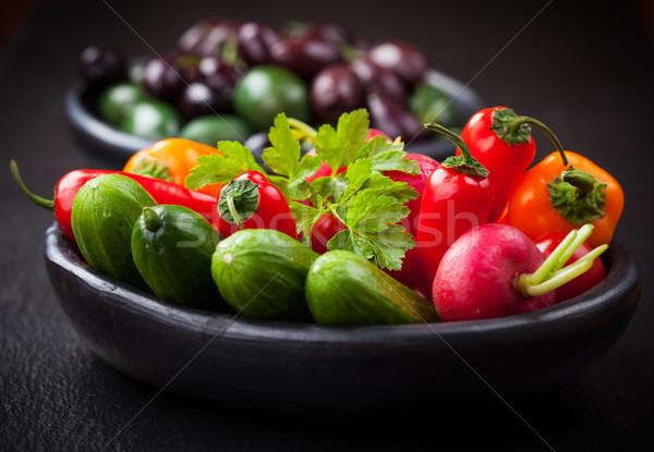 Nyers falatozó zöldség olajbogyók vacsora tányér Stock fotó © brebca