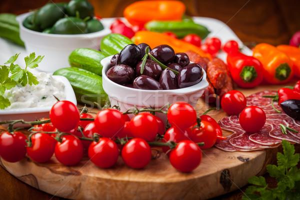 Nyers falatozó antipasti zöldségek joghurt mártás Stock fotó © brebca