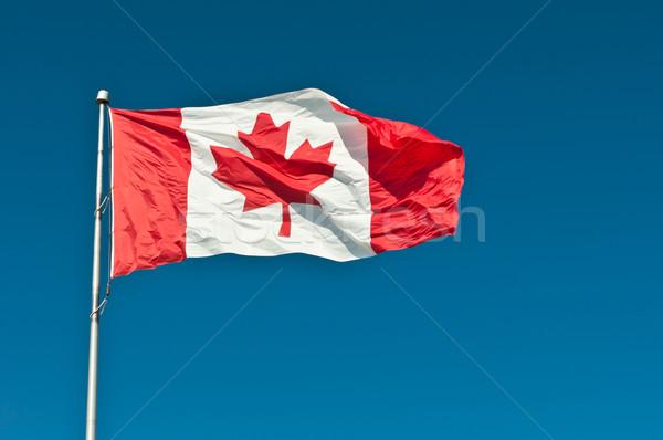Drapeau canadien ciel bleu vagues fort brise Photo stock © brianguest