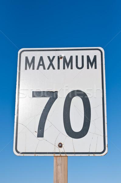 Maksimum imzalamak trafik işareti kırık yüzey çatlaklar Stok fotoğraf © brianguest