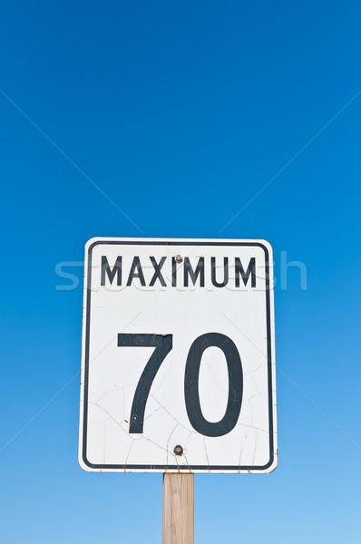 Maximum felirat közlekedési tábla repedt felület repedések Stock fotó © brianguest