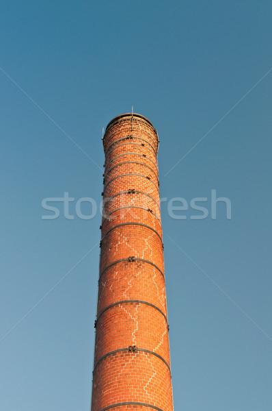 Starych pęknięty cegły komin metal na zewnątrz Zdjęcia stock © brianguest