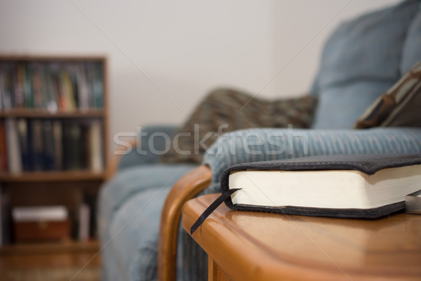 ждет книга чтение таблице служба Сток-фото © brm1949
