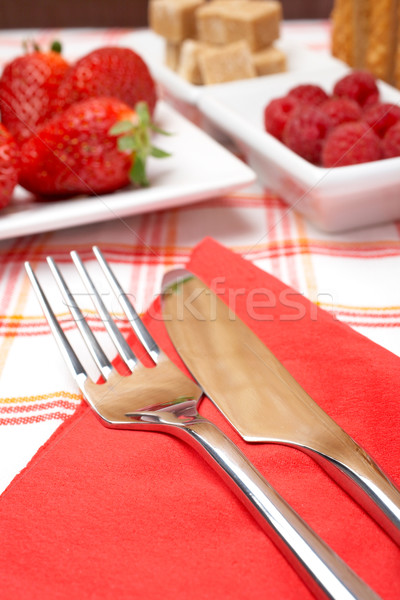 Café da manhã garfo faca morangos framboesas Foto stock © broker