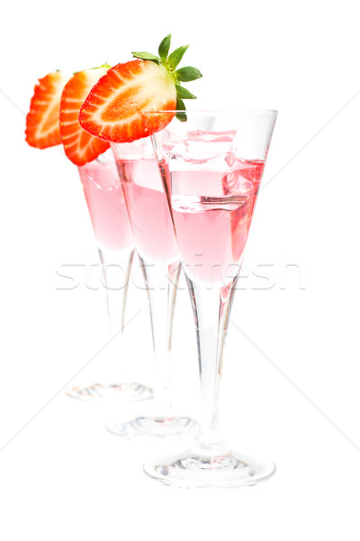Drie bril aardbei cocktail vers Ice Cube Stockfoto © broker