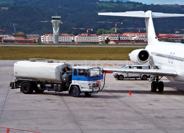 Megtankol repülőgép teherautó repülőtér energia gép Stock fotó © broker