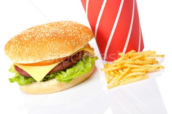 Foto d'archivio: Cheeseburger · soda · bevande · patatine · fritte · bianco · poco · profondo