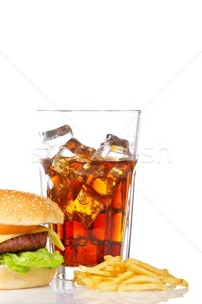 Foto d'archivio: Cheeseburger · soda · patatine · fritte · bere · bianco · poco · profondo