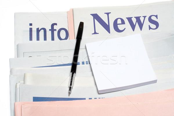 Dikkat kalem gazeteler beyaz ofis Stok fotoğraf © broker