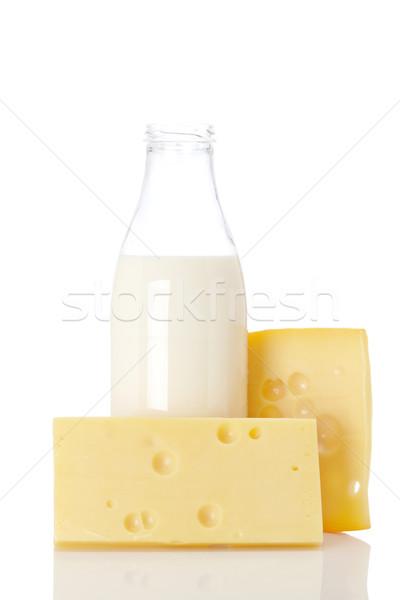 Foto stock: Queijo · leite · garrafa · fatias · fresco · isolado