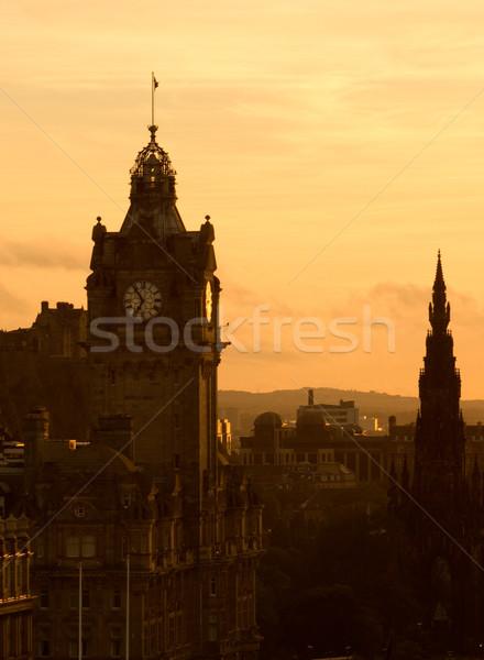 Kilátás Edinburgh alkonyat domb Skócia égbolt Stock fotó © broker