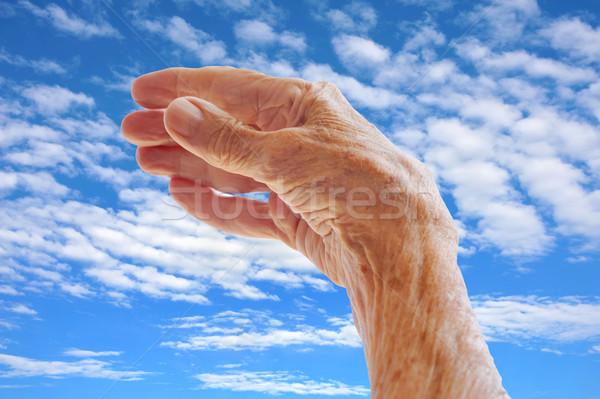Idős kéz égbolt nő kezek test Stock fotó © brozova