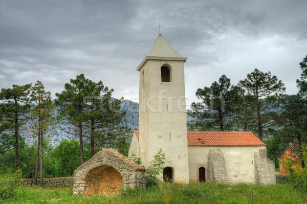 ストックフォト: 教会 · クロアチア · 中世 · 道路 · ツリー · 雲