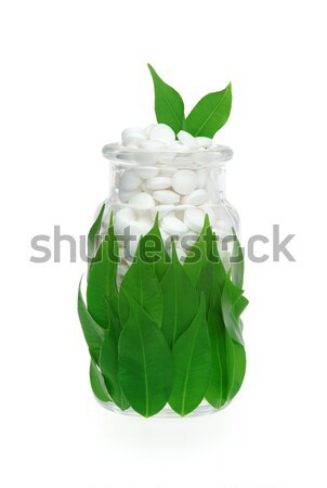 Foto stock: Pílulas · fresco · folhas · vidro