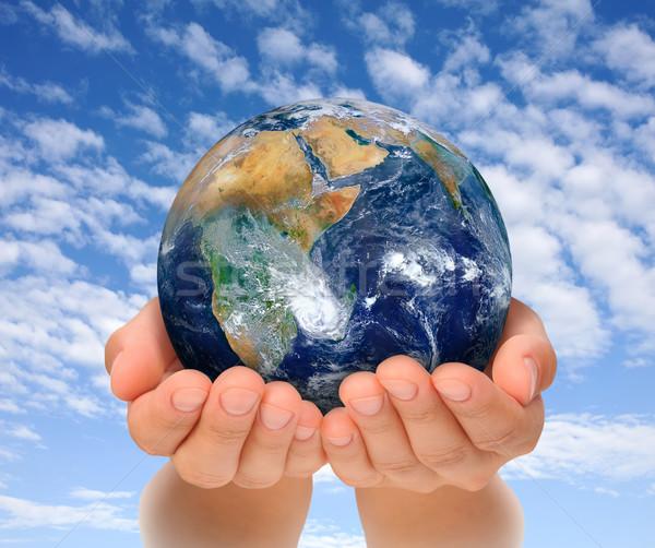 Stockfoto: Handen · vrouw · wereldbol · afrika · aarde
