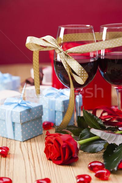 Valentijnsdag dag liefhebbers geschenken hartstochtelijk Rood Stockfoto © BrunoWeltmann