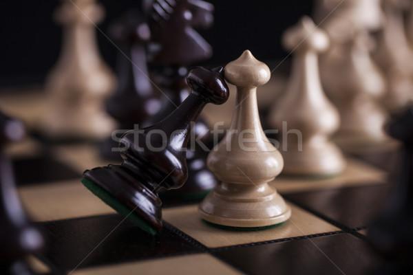 Ajedrez blanco vs negro tablero de ajedrez Foto stock © BrunoWeltmann