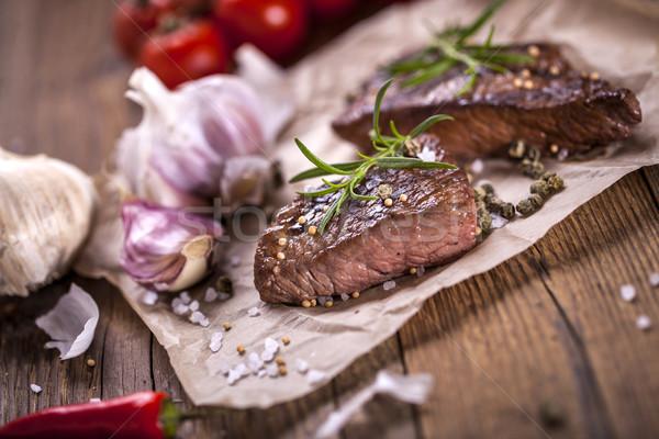 Uitstekend rundvlees geserveerd groenten specerijen Stockfoto © BrunoWeltmann