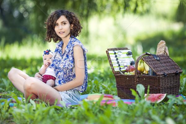 Jovem belo mãe filha cobertor parque Foto stock © BrunoWeltmann