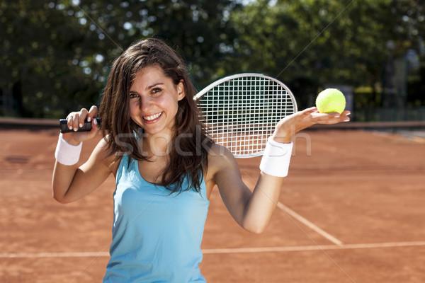 Jovem bola de tênis tribunal vermelho mulher Foto stock © BrunoWeltmann