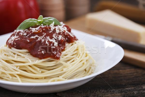 Sıcak lezzetli spagetti sos fesleğen ahşap masa Stok fotoğraf © BrunoWeltmann