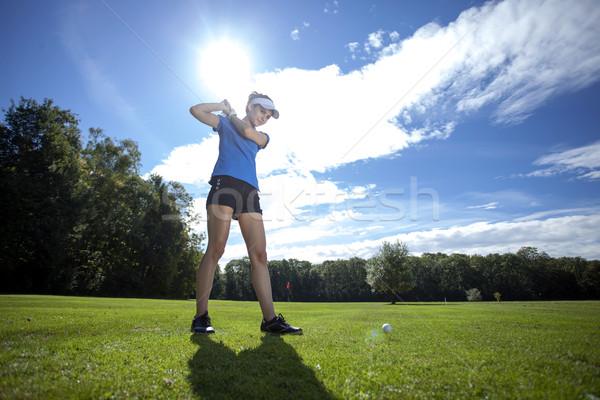 Сток-фото: женщину · играет · гольф · области · красивая · женщина · небе