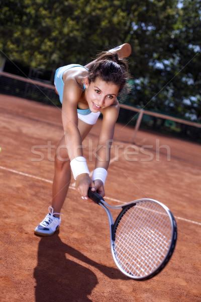 Jovem bola quadra de tênis bastante dia menina Foto stock © BrunoWeltmann