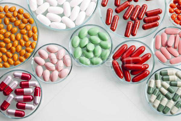 Capsules blanche médicaux médicaments Photo stock © BrunoWeltmann