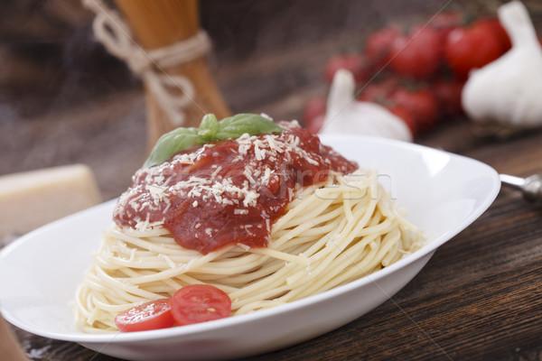 спагетти соус базилик деревянный стол Сток-фото © BrunoWeltmann
