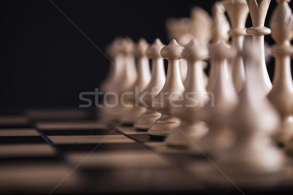 Xadrez branco vs preto tabuleiro de xadrez Foto stock © BrunoWeltmann