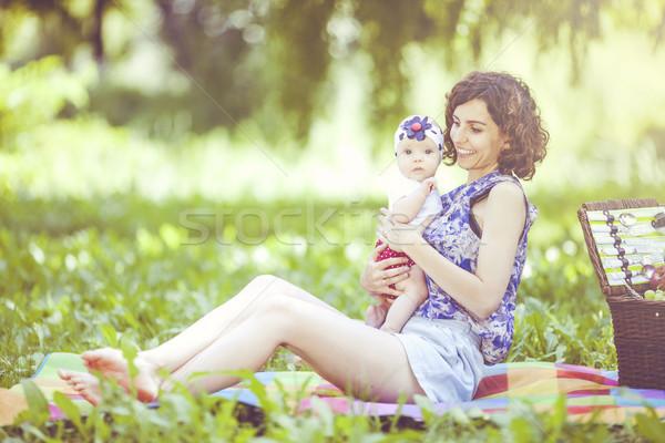 Jóvenes hermosa madre hija manta parque Foto stock © BrunoWeltmann
