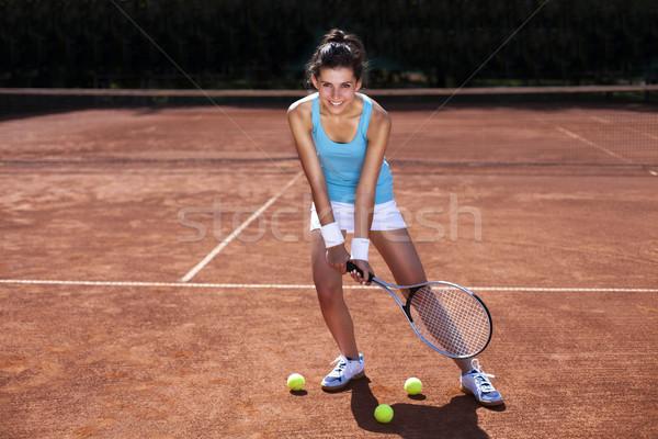 ストックフォト: 若い女の子 · 演奏 · テニスコート · 少女 · 美しい