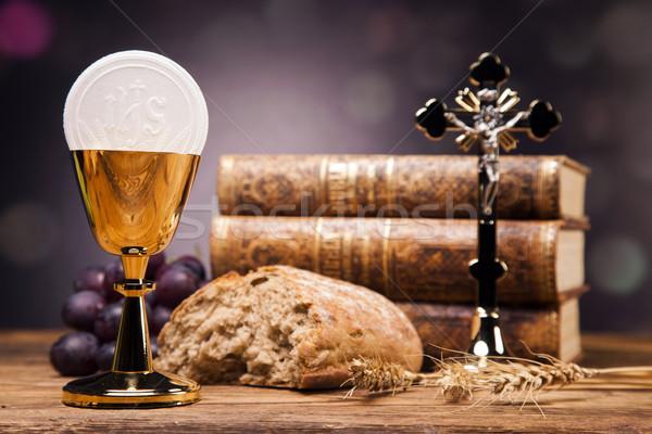 Sacré objets bible pain vin livre Photo stock © BrunoWeltmann