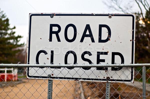 Yol kapalı imzalamak yol yapımı sokak uzay Stok fotoğraf © bryndin