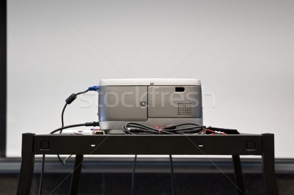 プロジェクタ 画面 向い 会議室 オフィス 会議 ストックフォト © bryndin
