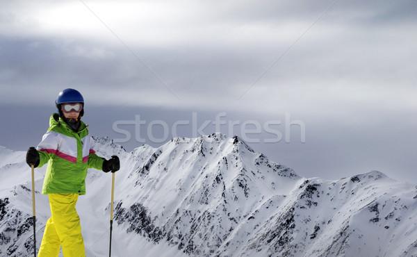 Giovani sciatore sci luce del sole montagna nuvoloso Foto d'archivio © BSANI