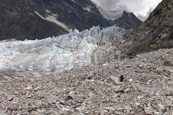 ハイカー 氷河 堆石 コーカサス 山 グルジア ストックフォト © BSANI